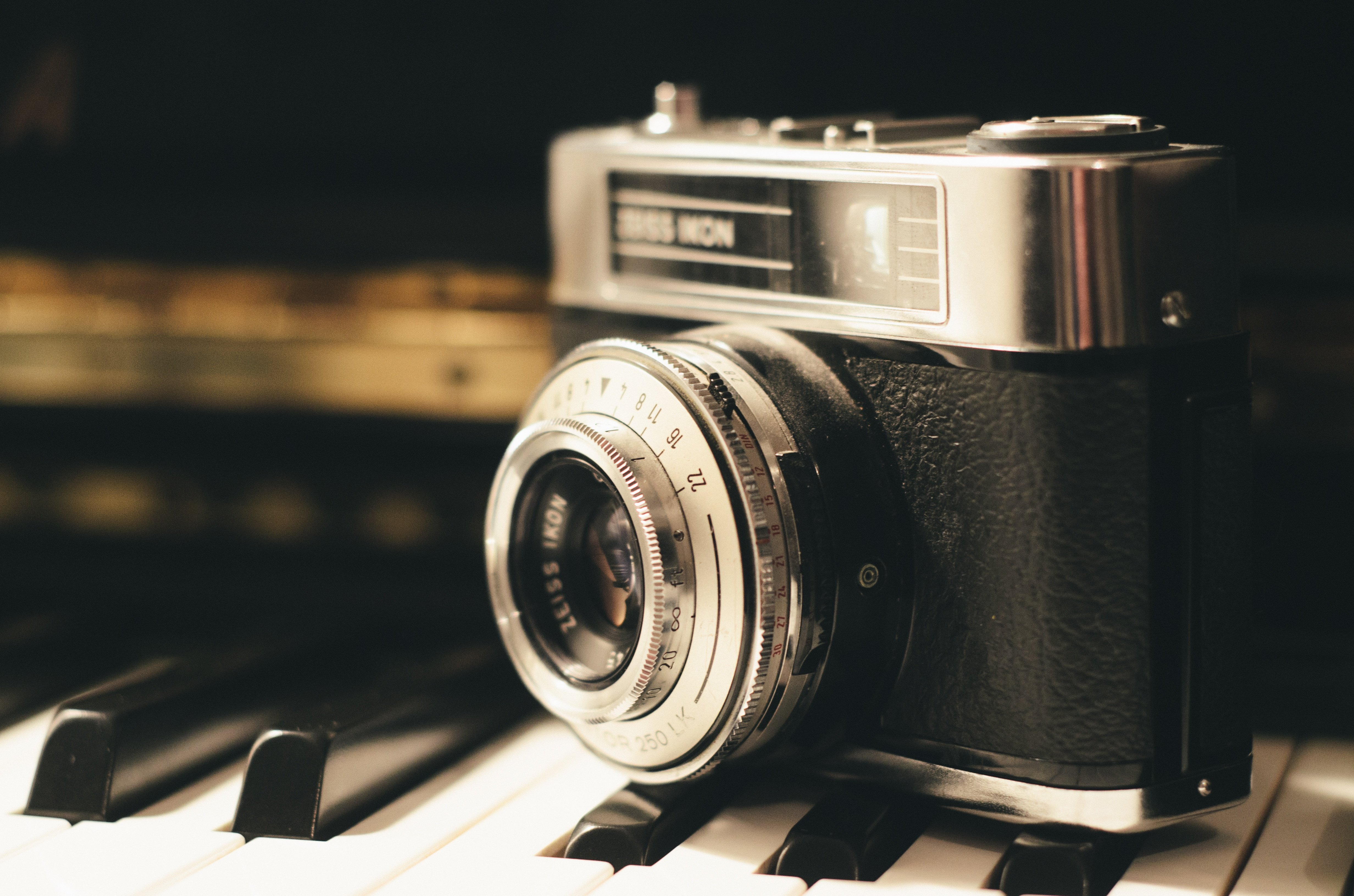pianocamera-photography-vintage-lens_1.jpg